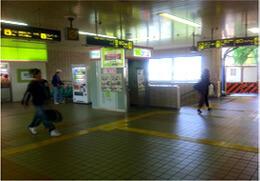 阪急逆瀬川駅の改札を出たところ