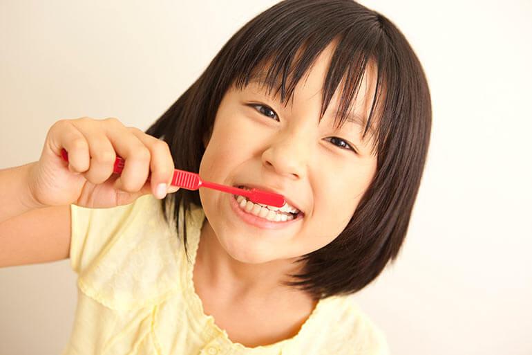 お子さまの虫歯や歯周病を放置すると、将来への悪影響となります。
