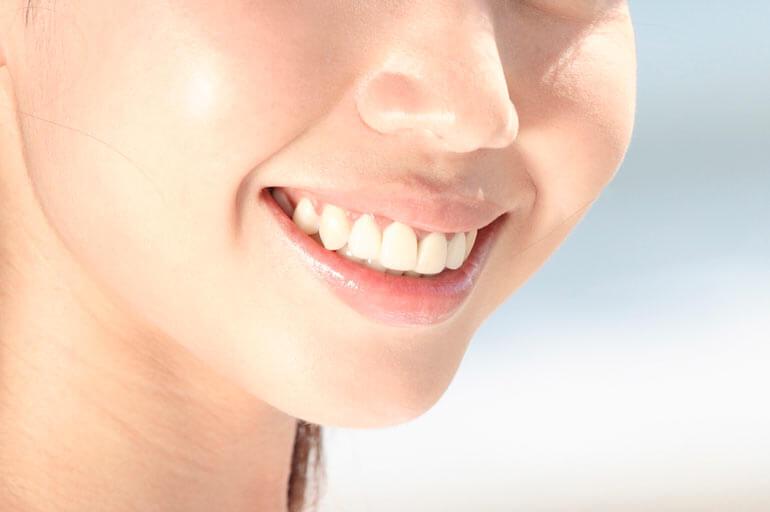 ホワイトニングで美しく健康的な歯に。